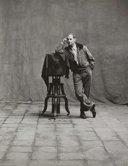 «J'ai toujours été fasciné par l'appareil photo. Je le reconnais pour l'instrument qu'il est, mi-stradivarius, mi-scalpel», confiait Irving Penn.