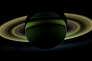 Dans ce rare cliché composé d'une mosaïque de photos prises par Cassini en octobre 2012, le Soleil est masqué par Saturne.