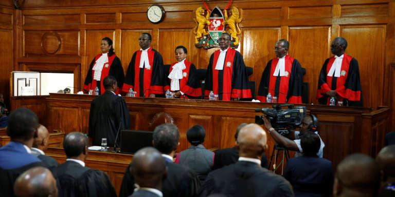 Le 1er septembre 2017, les membres de la Cour suprême annoncent l'invalidation de la réélection du président sortant Uhuru Kenyatta pour « irrégularités».