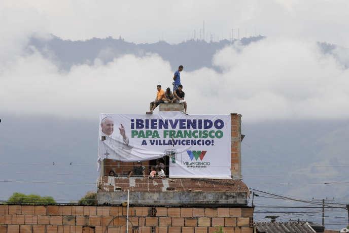 Une affiche souhaitant la bienvenue au pape François, vendredi 8 septembre à Villavicencio.