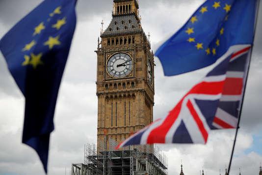 Des drapeaux européens et britannique flottent sur Parliament Square, lors d'une manifestation en faveur de l'Europe, le 9 septembre.