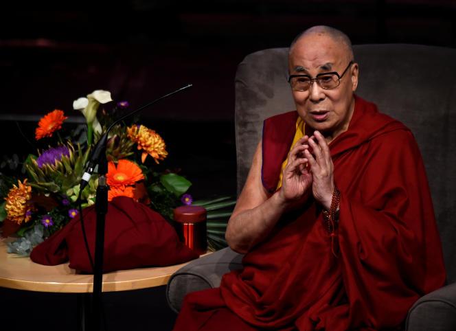 Le quatorzième dalaï-lama, Tenzin Gyatso, en visite à Londonderry, en Irlande du Nord, en septembre 2017.