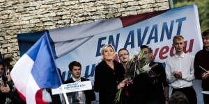 A la fin du discours de rentrée politique de Marine Le Pen, à Brachay (Haute-Marne), le 9 septembre.