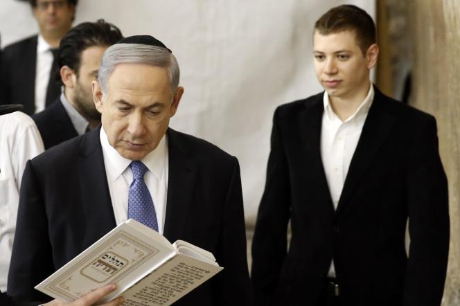 Le premier ministre israélien BenyaminNétanyahou et son fils Yaïr, à Jérusalem en mars 2015.
