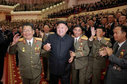 Image diffusée par l'agence centrale de presse nord-coréenne, montrant Kim Jong-un après un spectacle à Pyongyang, le 10 septembre.