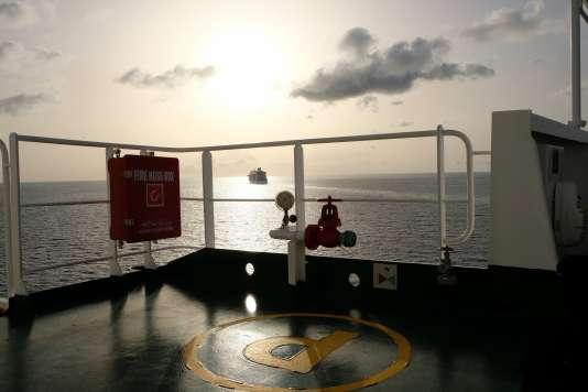 A Saint-Martin, les bateaux de croisières croisent les cargos toutes les semaines. Une nuit aura suffi au «Marseille» pour décharger sa cargaison, le 24 août.