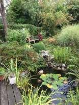 Ce délicieux jardin botanique a été conçu par des«amateurs éclairés», qui ont rassemblé, autour d'une mare, des plantes que l'on ne rencontre pas partout. L'effet en est des plus réussis.