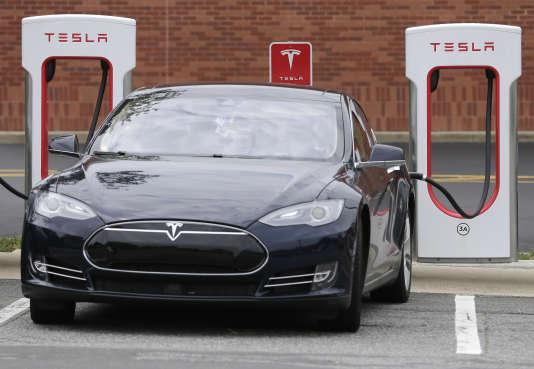 Une voiture Tesla en cours de chargement à Charlotte, en Caroline du Nord, le 24 juin.