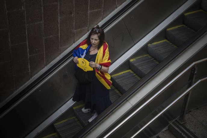«Sans fondement juridique international, une région dotée d'autonomie politique, comme la Catalogne, ne peut être séparée d'un Etat démocratique que conformément aux règles de celui-ci et avec son consentement» (Photo: militante indépendantiste le 11septembre à Barcelone).