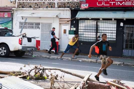 Près de Marigot (Saint-Martin), le vendredi 8 septembre. Des témoignages attestent de pillages dans les magasins.