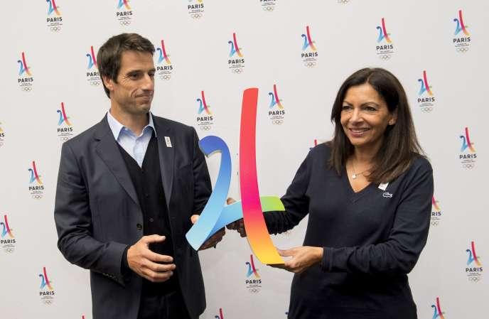 Tony Estanguet et Anne Hidalgo, maire de Paris, le 10 septembre 2017, à Lima (Pérou) avant l'attribution des Jeux 2024 à la capitale française.