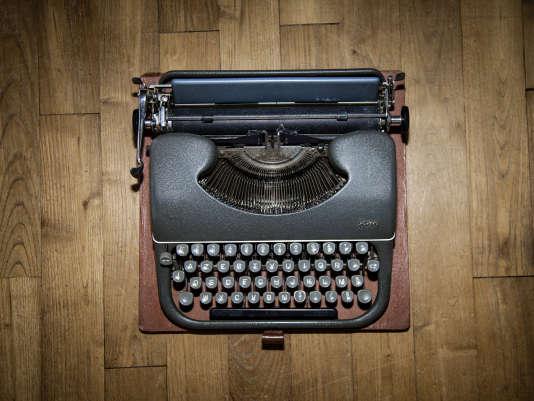 La machine à écrire, de marque Japy, achetée à la demande de Frantz Fanon, sur laquelle Marie-Jeanne Manuellan a saisi deux ouvrages de l'écrivain.