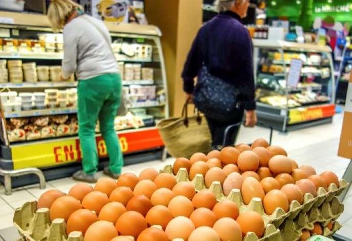 « Loin d'être une exception, la contamination au Fipronil a été précédée d'une demi-douzaine de scandales de même nature durant la dernière décennie, du poulet à la dioxine à la viande de cheval en passant par la bactérie E. coli.» (Photo: vente d'oeufs à Lille, le 11 août).