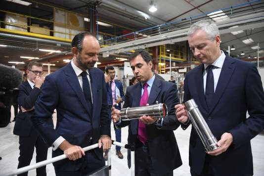 Le premier ministre, Edouard Philippe, et le ministre de l'économie, Bruno Le Maire, en visite dans l'entreprise Poujoulat, une ETI spécialisée dans la fabrication de cheminées,à Saint-Symphorien (Deux-Sèvres), lundi 11 septembre.