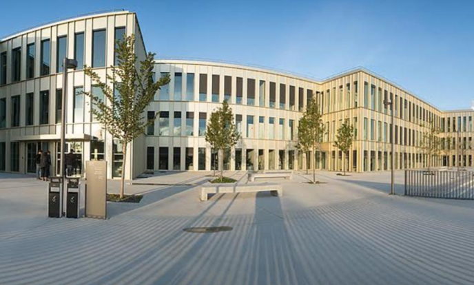 Le campus de HEC, seule grande école de commerce française à conserver son rang dans le classement 2017 du «FT» des masters en management.
