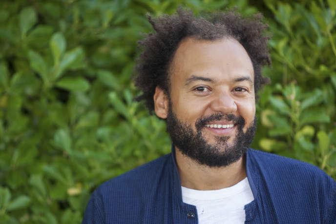 L'humoriste et réalisateur Fabrice Eboué, en août, au festival du film francophone d'Angoulême. Il y présentait son dernière long-métrage, « Coexister», en salle le 11 octobre.