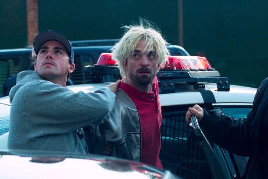 Robert Pattinson (à droite) incarne Connie dans«Good Time», de Josh et Benny Safdie.