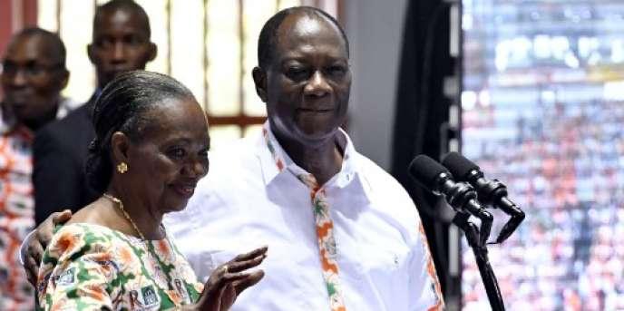 Henriette Diabaté et le président ivoirien Alassane Ouattara, lors du congrès ordinaire du Rassemblement des républicains, le 10 septembre 2017, à Abidjan.