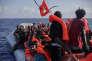 « Il est temps de tirer les conséquences des lacunes du dispositif d'accueil et de délivrance des titres de séjour, et de procéder en externalisant la fonction d'accueil et de dépôt des dossiers» (Des migrants secourus au nord de Khoms, en Libye, par des membres de l'ONG ProActiva Open Arms, le 6 septembre).