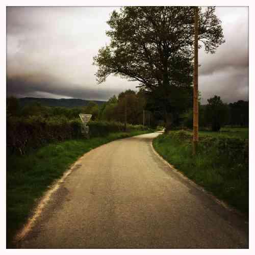 Patrick Tournebœuf a marché de Saint-Maurice-près-Pionsat à Guéret (Creuse –113km) : «Depuis samedi, j'ai croisé neuf personnes sur 50 km. Le soleil me sourit, la chorale d'oiseaux, d'insectes, de grillons m'enchante. Je ne sais plus vraiment si je respire le son ou si j'entends les parfums. Un peu déboussolé, enivré, azimuté, je cherche le GR4 que je trouve juste derrière l'église du village.»