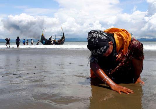 Une réfugiée épuisée à la frontière entre la Birmanie et le Bangladesh.