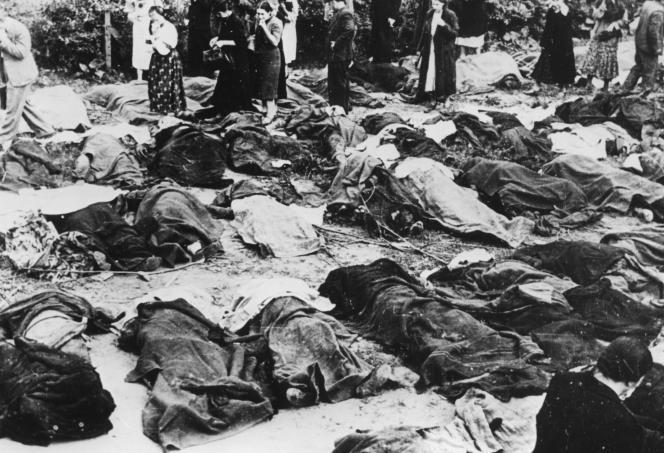 Juifs massacrés dans les jours suivant la prise de Lvov par les forces allemandes, à l'été 1941.