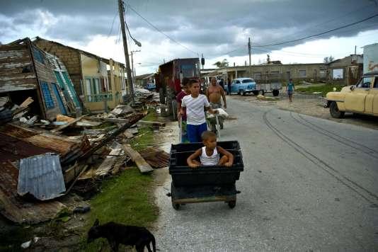 Des maisons détruites après le passage de Irma, à Isabela de Sagua, sur la côte nord de Cuba, le 11 septembre.