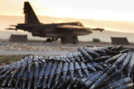 Un avion russe sur la base militaire de Hmeimim , en Syrie, le 18 décembre 2015.
