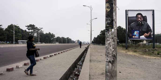 Le 8 juillet 2017 sur une avenue déserte de Kinshasa durant les deux jours de grève organisées par l'opposition congolaise pour le respect du calendrier électoral.