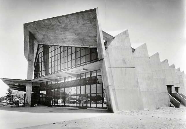Centre musical de Gunma, d'Antonin Raymond, Takasaki.