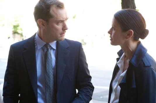 Jude Law (Dr. Jonathan Banks) et Catherine Zeta-Jones (Dr. Victoria Siebert) dans«Effets secondaires», de Steven Soderbergh.