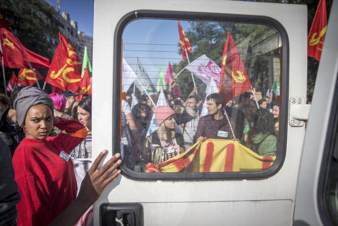 Pendant la manifestation contre la réforme du code du travail, à Paris, le 12 septembre.