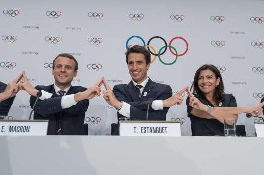 Emmanuel Macron, Tony Estanguet etAnne Hidalgo lors de la présentation de Paris 2024 à Lausanne, le 11 juillet 2017.