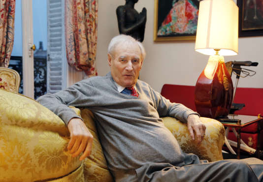 L'auteur de la série des romans d'espionnage SAS, Gérard de Villiers, à son domicile parisien, le 13 février 2013.
