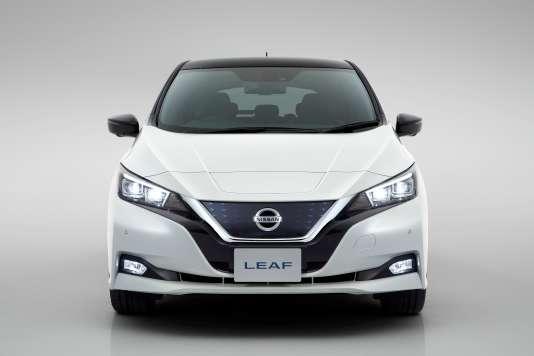 Pour la faire rentrer dans le rang, Nissan a équipé ce modèle d'une fausse calandre.