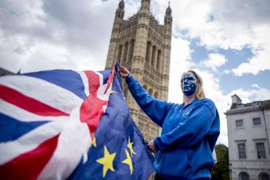 Dans le cadre de cette journée d'action, des manifestants ont rencontré mercredi des députés au Parlement de Westminster, où a lieu actuellement l'examen du projet de loi d'abrogation du droit européen.