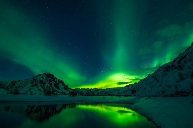 L'absence de pollution lumineuse permet de profiter de magnifiques aurores boréales.