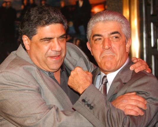 Frank Vincent (à droite) avec Vincent Pastore à New York en mars 2004.