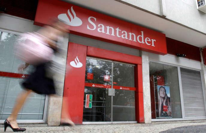Banco Santander, la plus grande banque de la péninsule ibérique, a perdu 3 % en séance, lundi 2 octobre.