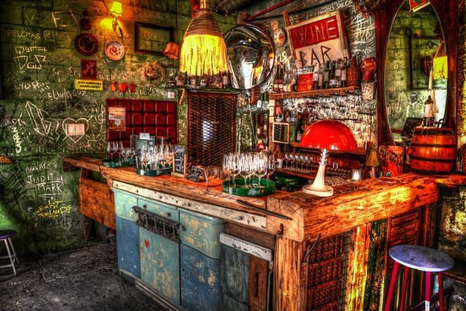 Les « ruin pubs » sont installés dans des squats d'artistesà Budapest.