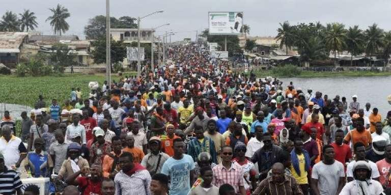 Des dizaines de milliers de manifestants défilent à Lomé, la capitale du Togo, le 7 septembre 2017, contre le pouvoir de Faure Gnassingbé.