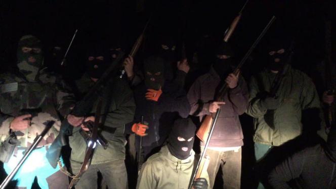 Une trentaine d'hommes masqués et armés apparaissent sur une vidéo anti-ours envoyée de manière anonyme à plusieurs médias ariégeois.