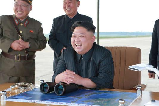 Kim Jong Un au lancement d'un missile.