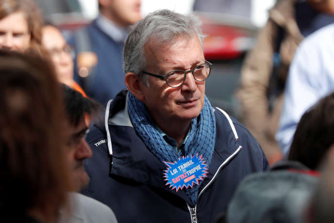 Pierre Laurent, secrétaire national du PCF, pendant la manifestation contre la réforme du code du travail, à Paris le 12 septembre.