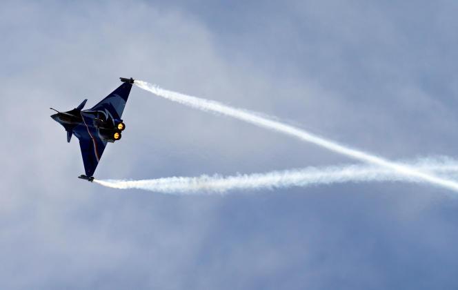 « Il est essentiel – dans un monde de plus en plus instable – de développer une véritable Europe de la défense et du renseignement. A cet égard, le remplacement de nos F-16 américains a valeur d'épreuve test». (Photo : un avion Rafale en démonstration lors du Breitling Airshow, à Sion (Suisse), le 15 septembre).