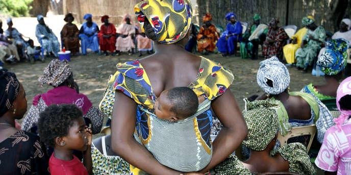 Une réunion de femmes dans le département de Bakel, au Sénégal, en 2007.