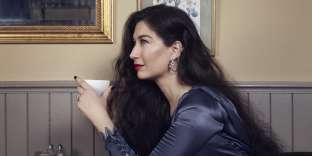 Maria Tash a ouvert sa première boutique de piercing en1992 et se distingue dès lors par son approche raffinée.