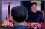 Dans le métro de Séoul, un reportage télé montre le tir d'un nouveau missile par la Corée du Nord, vendredi 15 septembre 2017.