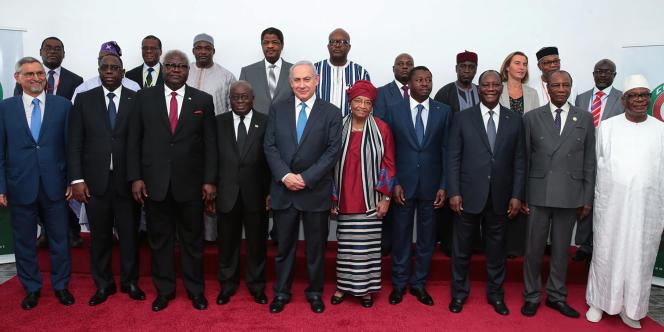 Le premier ministre israélien, Benyamin Nétanyahou (au centre), entouré des dirigeants des Etats membres de la Céconomique des Etats d'Afrique de l'Ouest (Cédéao), lors d'un sommet à Monrovia, le 4juin 2017.