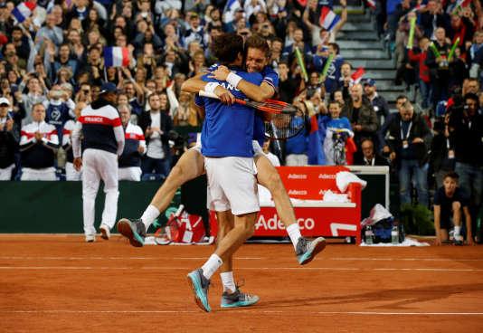 Pierre-Hugues Herbert et Nicolas Mahut se sont facilement défaits de la paire serbe, samedi au stade Pierre-Mauroy de Villeneuve-d'Ascq.